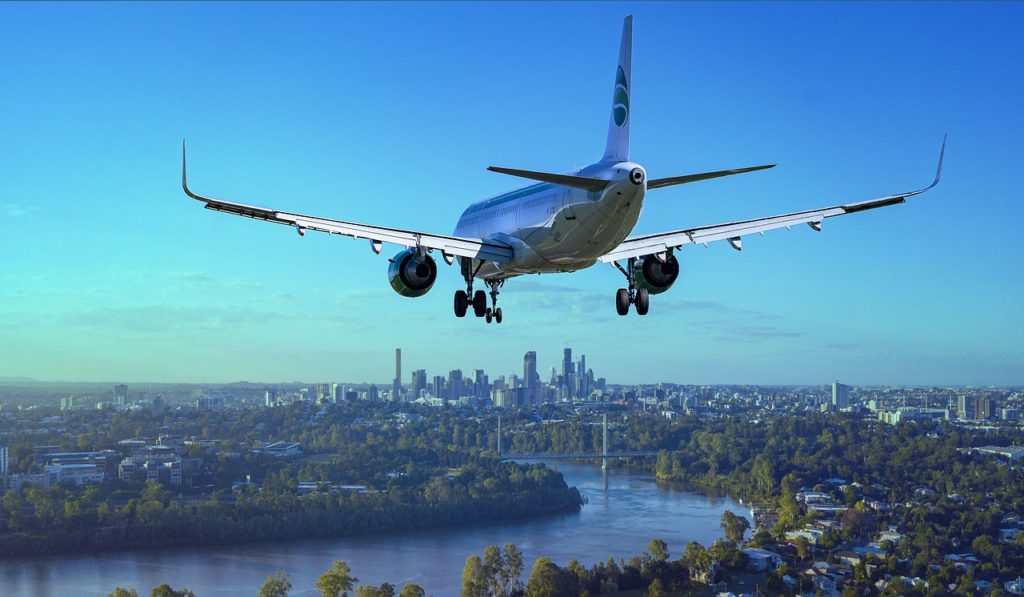 Piloto de linha aérea pousando