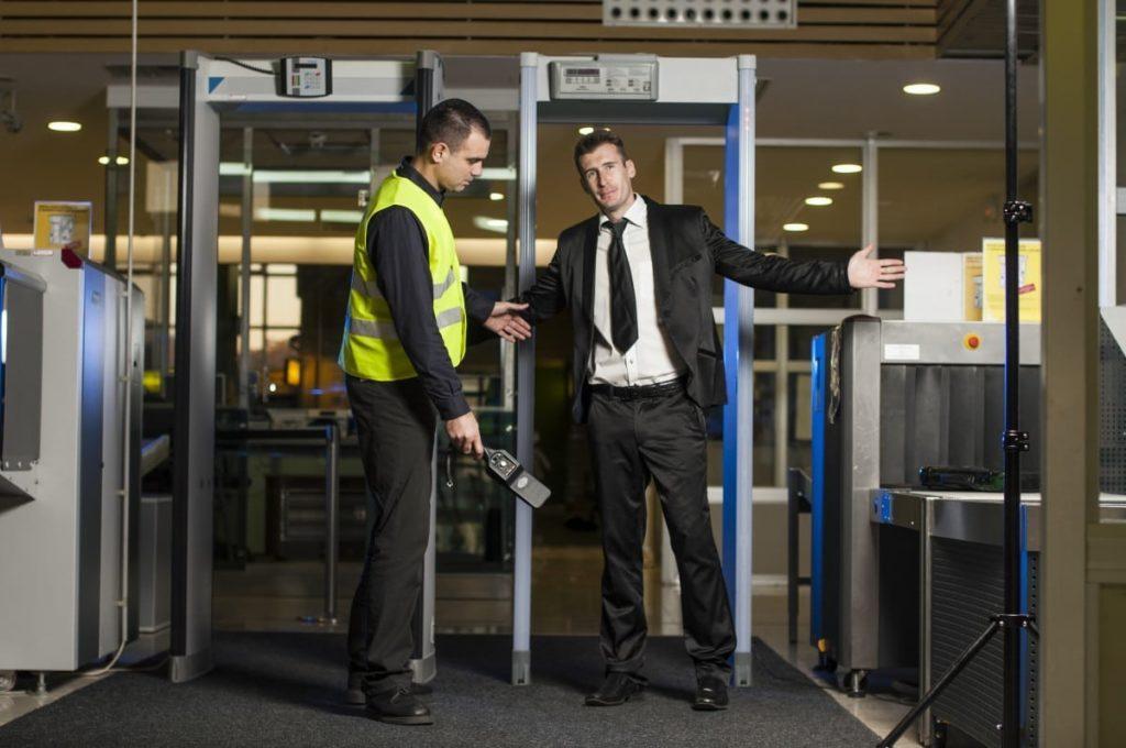 detectores de metais nos aeroportos
